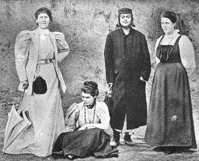 Swami Vivekananda & Sister Nivedita (R) in Kashmir (1898)