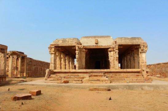Ranganatha-Swamy-Temple-ruins-Gandikota-800x533