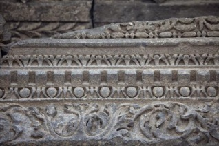 The carving on the frieze of the Garni temple does not appear on its 24 columns indicating that the base belongs to a different time and school of architecture.