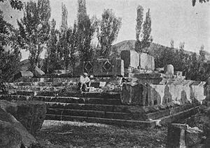 Italy- Ruined_temple_of_Garni,_early_20th_century